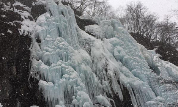 飛騨大鍾乳洞 氷の渓谷
